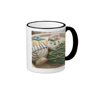 Galletas del navidad y de Jánuca en la placa Tazas De Café