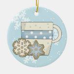 Galletas del navidad y ornamento del chocolate ornato