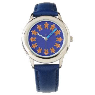 Galletas del pan de jengibre en azul reloj
