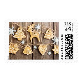 Galletas hechas en casa del pan de jengibre del timbre postal