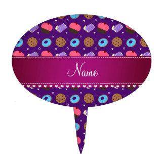 Galletas púrpuras conocidas de la torta de los decoraciones de tartas