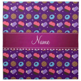 Galletas púrpuras conocidas de la torta de los servilletas imprimidas