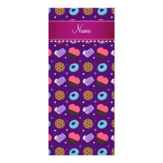 Galletas púrpuras conocidas de la torta de los diseño de tarjeta publicitaria