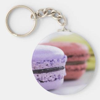 Galletas púrpuras y marrón de Macaron del francés Llavero Redondo Tipo Pin