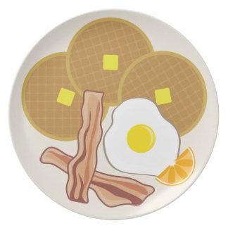 Galletas tocino y placa de la melamina de los huev plato