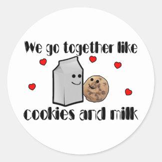 Galletas y amor de la leche pegatina redonda