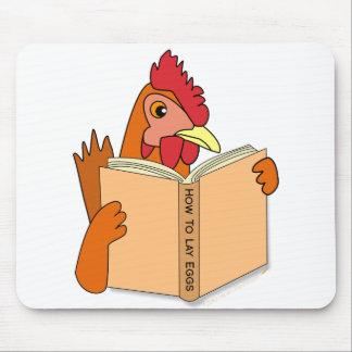 Gallina divertida del dibujo animado del libro de  tapetes de ratón