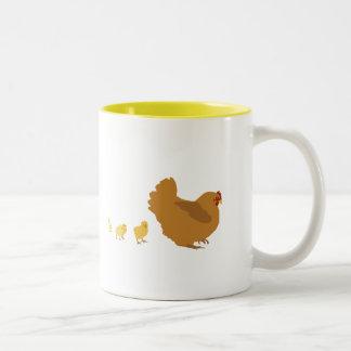 Gallina y polluelos de la madre taza