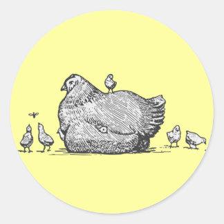 Gallina y polluelos pegatina redonda