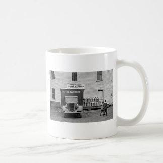 Gallinero de la lechería de Vermont, los años 30 Taza