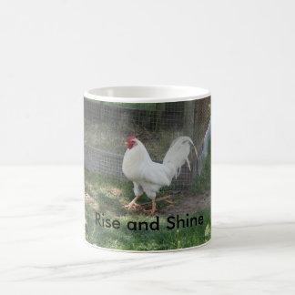 """Gallo blanco """"subida y brillo """" de la taza de café"""