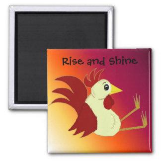 Gallo divertido del dibujo animado con decir imanes