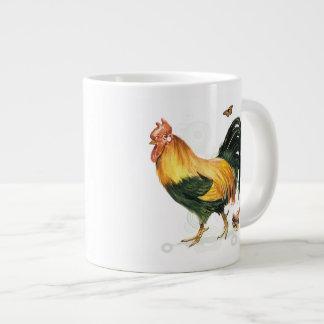 Gallo orgulloso con la gallina y los pollos taza grande