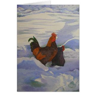 Gallo y gallina en la nieve tarjetón