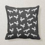 Gallos estilizados grises almohadas