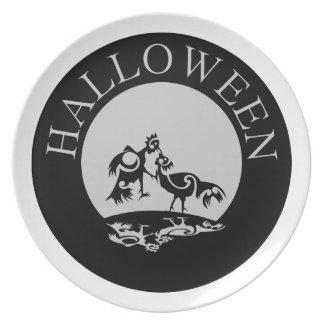 Gallos que luchan en la luz de luna Halloween Plato De Cena