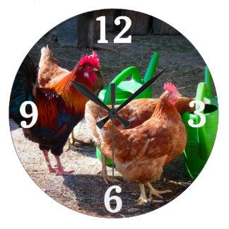 Gallos y reloj de pared de las regaderas