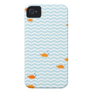 Galón azul caprichoso con los pescados del oro iPhone 4 Case-Mate fundas