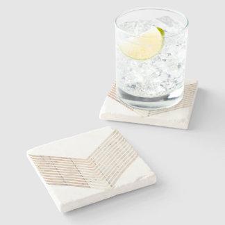 Galón minimalista blanco con madera posavasos de piedra