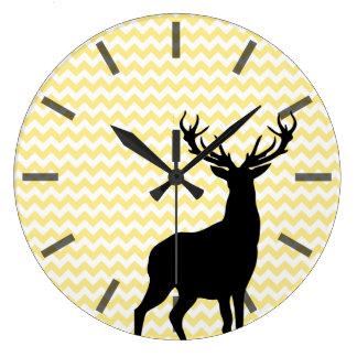 Galones amarillos del inconformista con la silueta reloj redondo grande