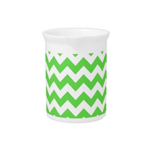 Galones de verde claro y de blanco jarra de beber