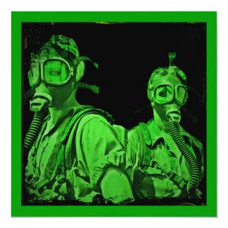 """Galones en las caretas antigás verdes de neón invitación 5.25"""" x 5.25"""""""