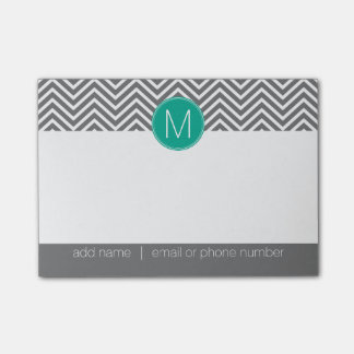 Galones grises y esmeralda con el monograma de post-it notas