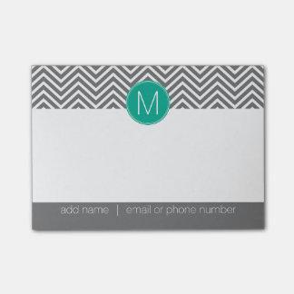 Galones grises y esmeralda con el monograma de post-it nota