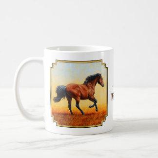 Galope del caballo de bahía taza