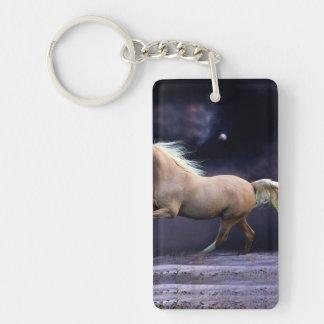 galope del caballo llavero rectangular acrílico a una cara