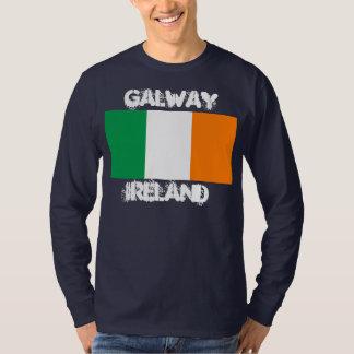 Galway, Irlanda con la bandera irlandesa Playeras
