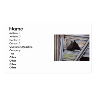 Gama alpina negra de la cabra que espera en la pue tarjetas de visita