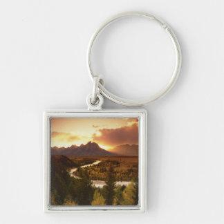 Gama de Teton en la puesta del sol, del río Snake Llavero Cuadrado Plateado