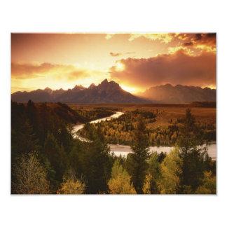 Gama de Teton en la puesta del sol del río Snake Foto