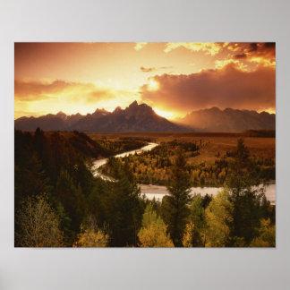 Gama de Teton en la puesta del sol, del río Snake Póster