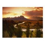 Gama de Teton en la puesta del sol, del río Snake Postales