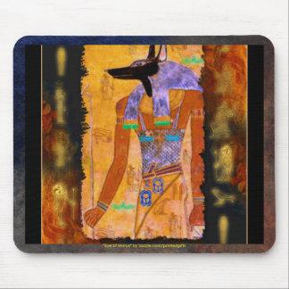 Gama egipcia antigua del regalo de Anubis de dios Mouse Pads