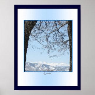 Gama trasera capsulada nieve, poster de las montañ