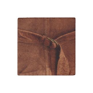 Gamuza marrón con la correa y la hebilla imán de piedra