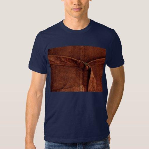 Gamuza marrón con la correa y la hebilla remera
