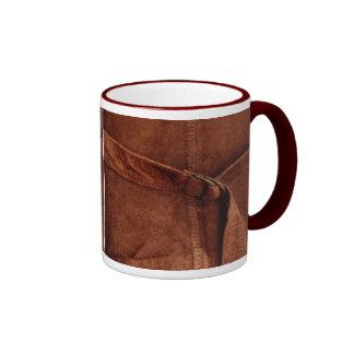 Gamuza marrón con la correa y la hebilla tazas