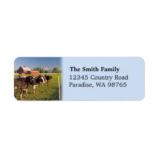 Ganado y etiqueta roja del granero etiquetas de remite