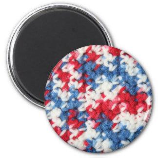 Ganchillo azul blanco rojo imán redondo 5 cm