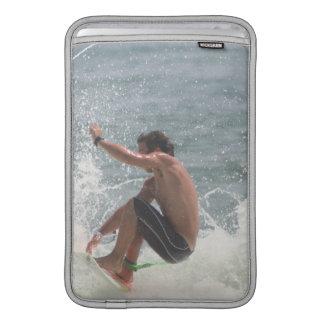 "Gancho agarrador que practica surf 11"" manga de Ma Funda MacBook"
