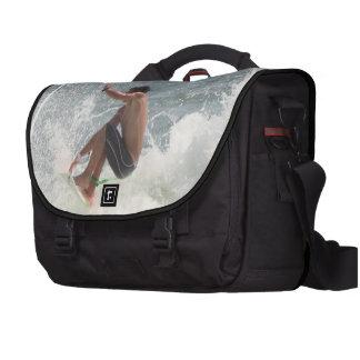 Gancho agarrador que practica surf bolsas para ordenador