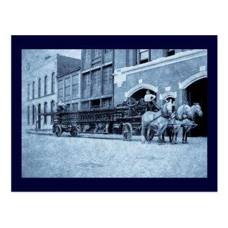 Gancho y compañía de bomberos traídos por caballo postal