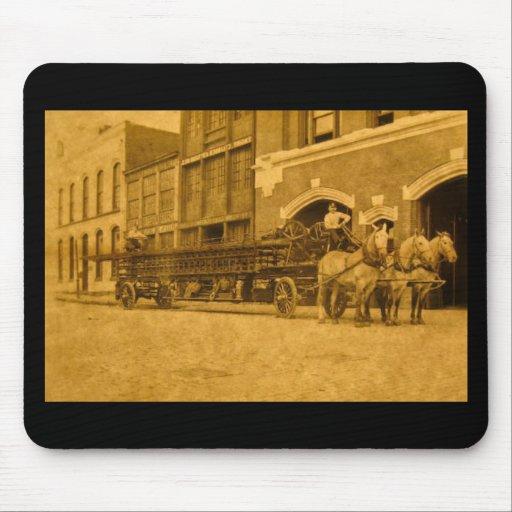 Gancho y compañía de bomberos traídos por caballo  tapete de raton