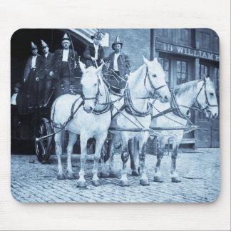 Gancho y compañía de bomberos traídos por caballo  tapetes de raton