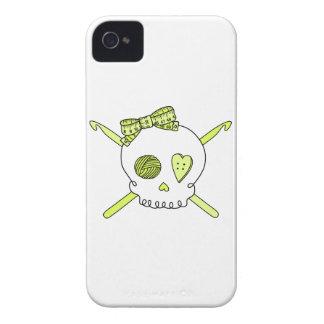 Ganchos del cráneo y de ganchillo (amarillo) iPhone 4 Case-Mate carcasas