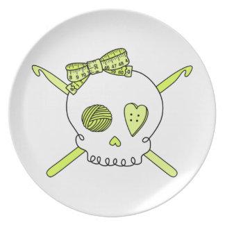 Ganchos del cráneo y de ganchillo (amarillo) plato de comida